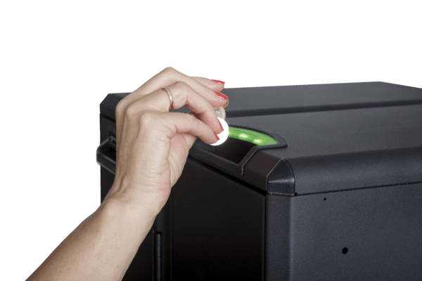 inserting coins to cashguard Unico